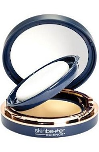 High sun protection in a tone-adapting, silky smooth compact that provides a hint of blendable color.